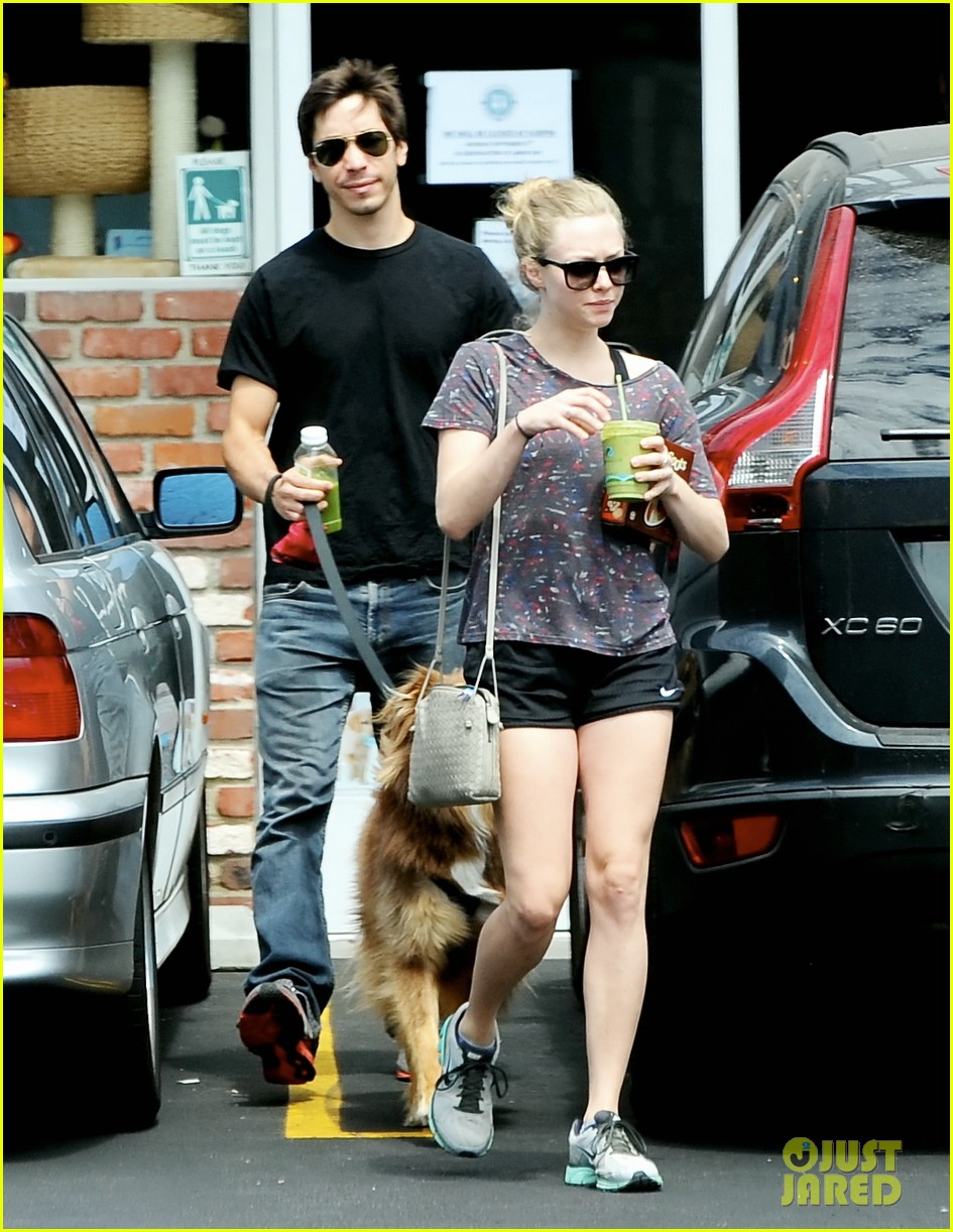 amanda seyfried justin long weekend outing with finn 142941447