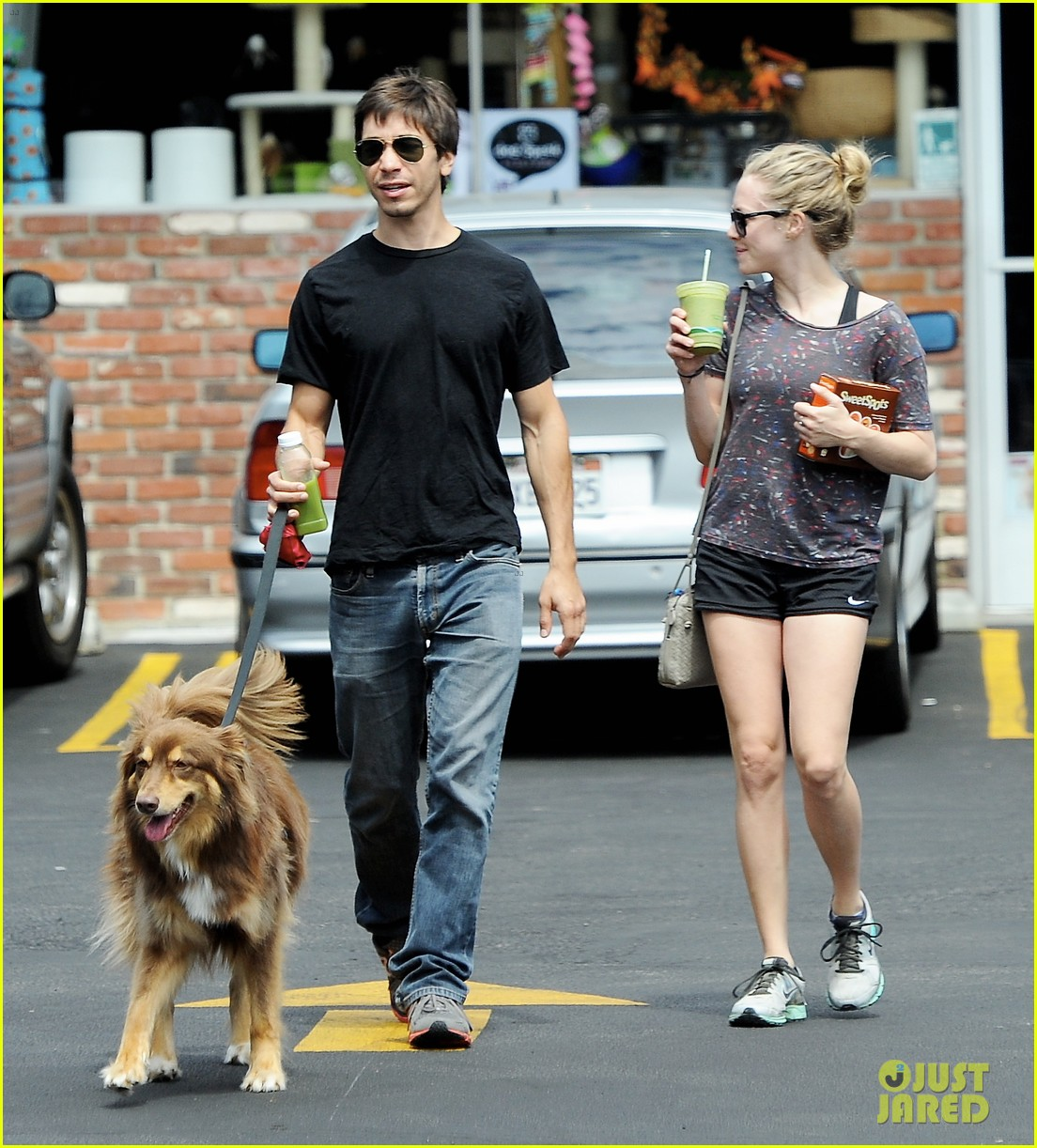 amanda seyfried justin long weekend outing with finn 162941449