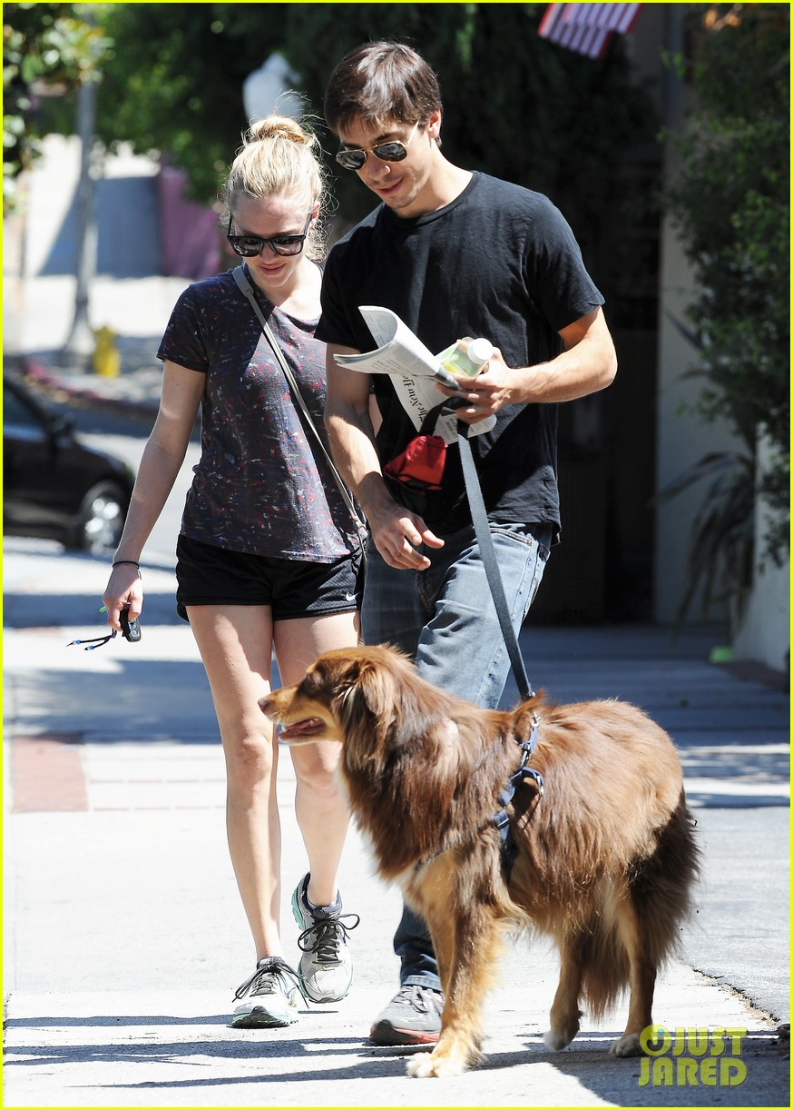 amanda seyfried justin long weekend outing with finn 212941454