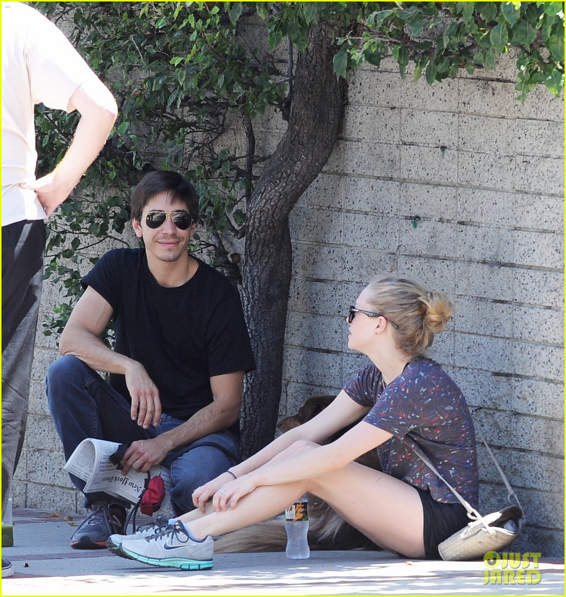 amanda seyfried justin long weekend outing with finn 222941455