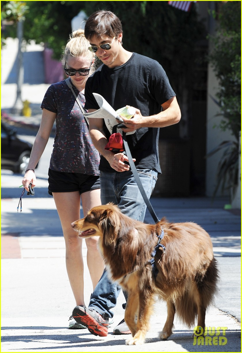 amanda seyfried justin long weekend outing with finn 252941458