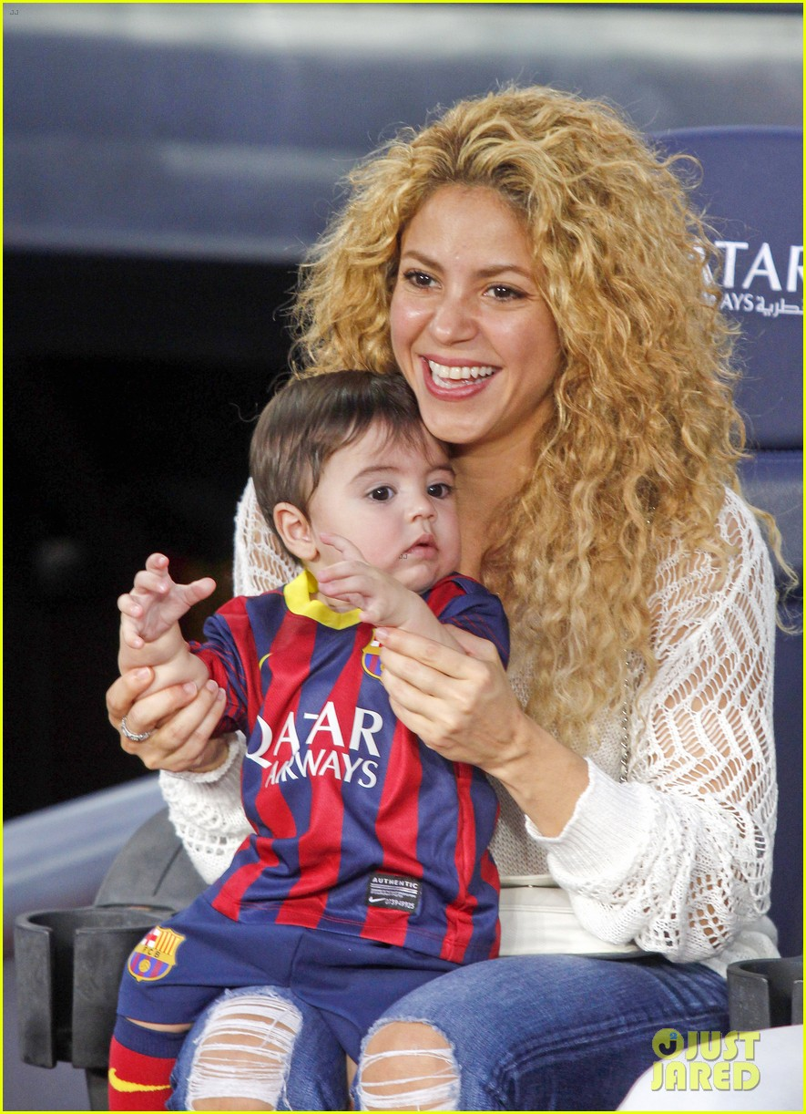 shakira baby milan cheer on gerard pique 012952836