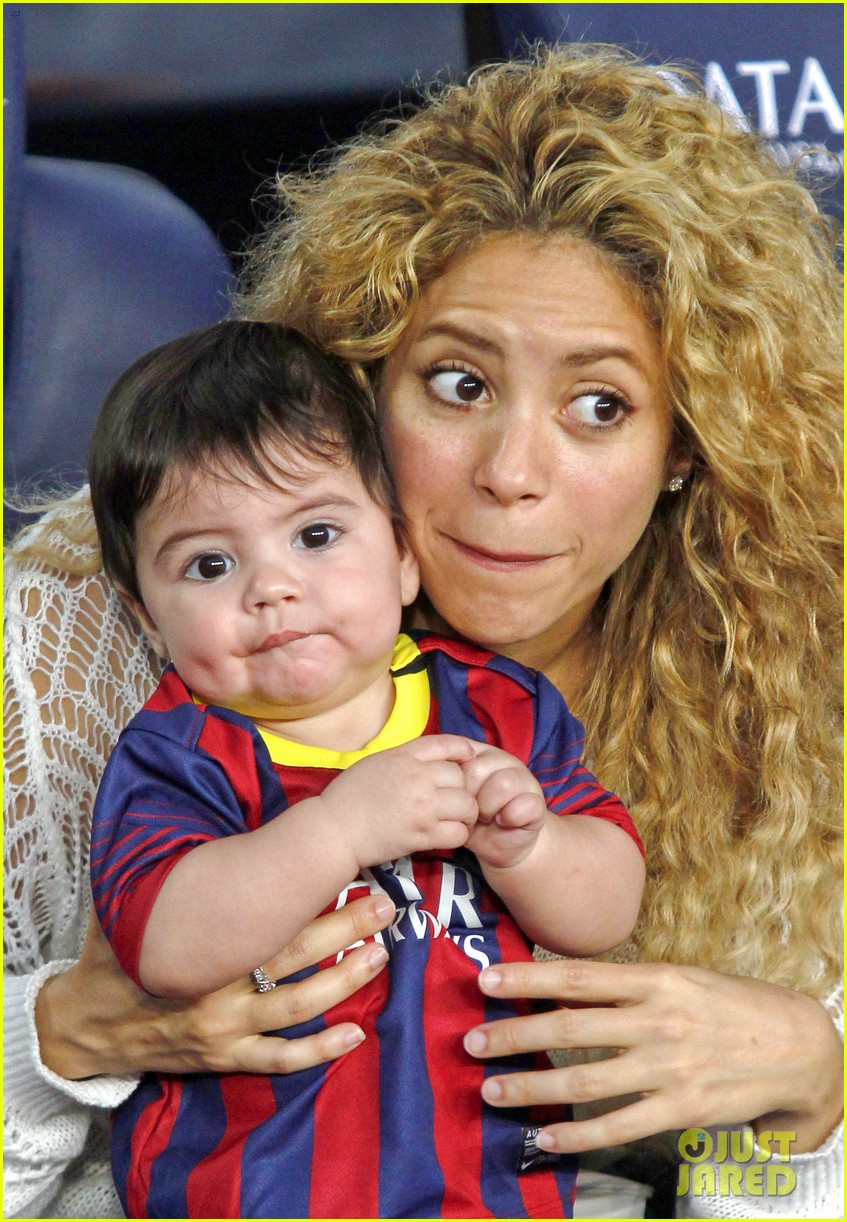 shakira baby milan cheer on gerard pique 042952839