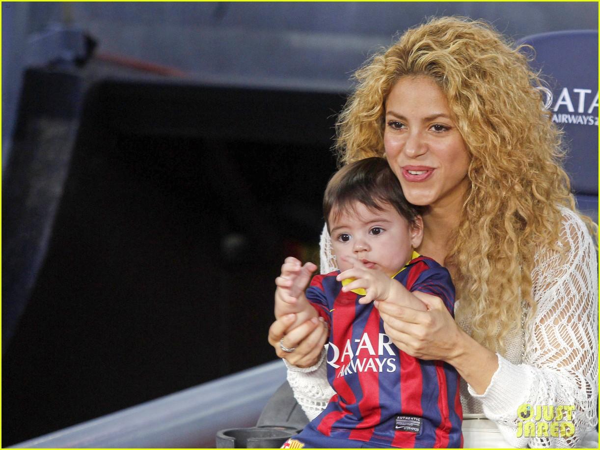 shakira baby milan cheer on gerard pique 072952842