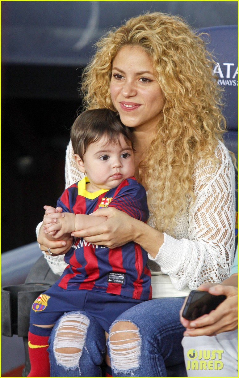 shakira baby milan cheer on gerard pique 092952844