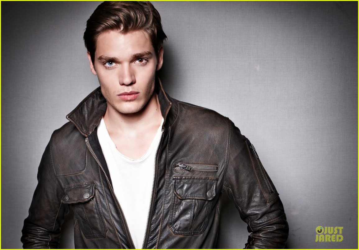 introducing vampire academy dominic sherwood exclusive 02.2956312