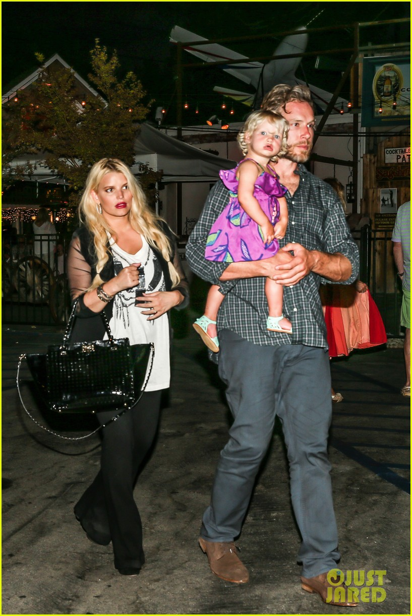 jessica simpson enjoys labor day weekend with family 05