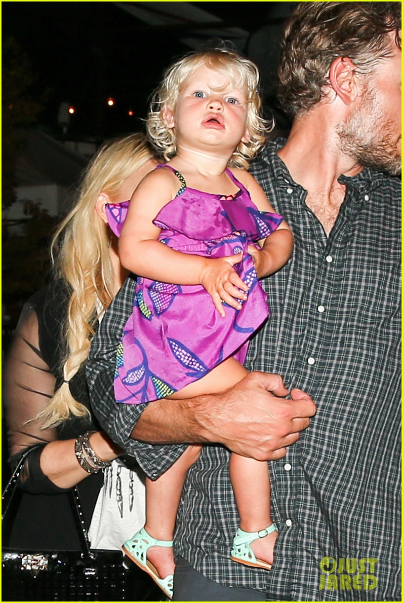 jessica simpson enjoys labor day weekend with family 122941914