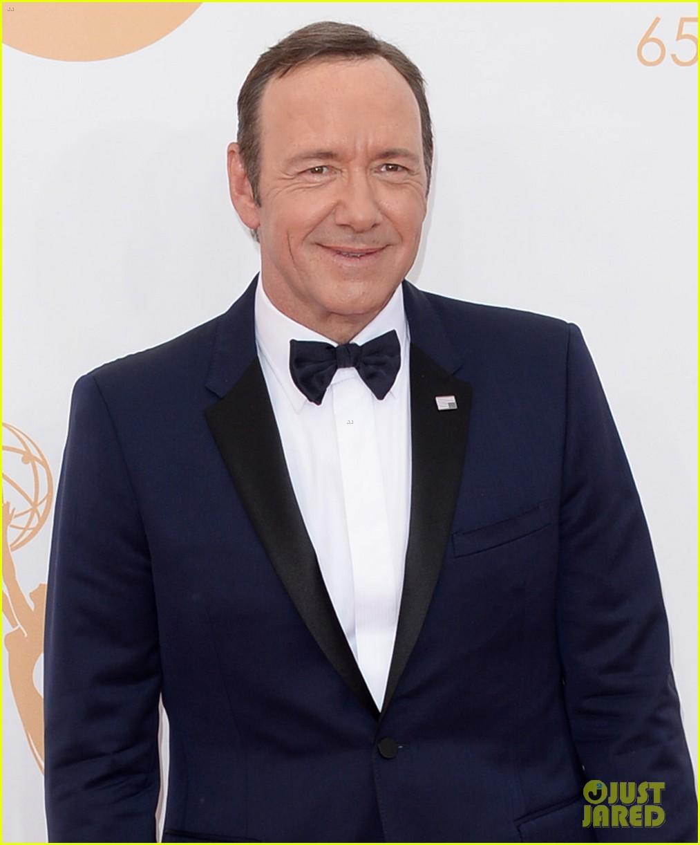 keivn spacey smacks camera at emmys 2013 watch here 012958360