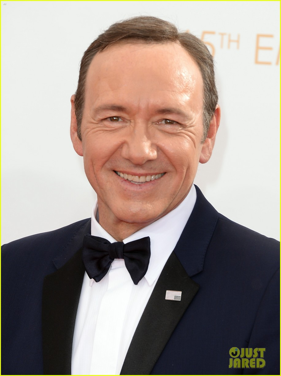 keivn spacey smacks camera at emmys 2013 watch here 022958361
