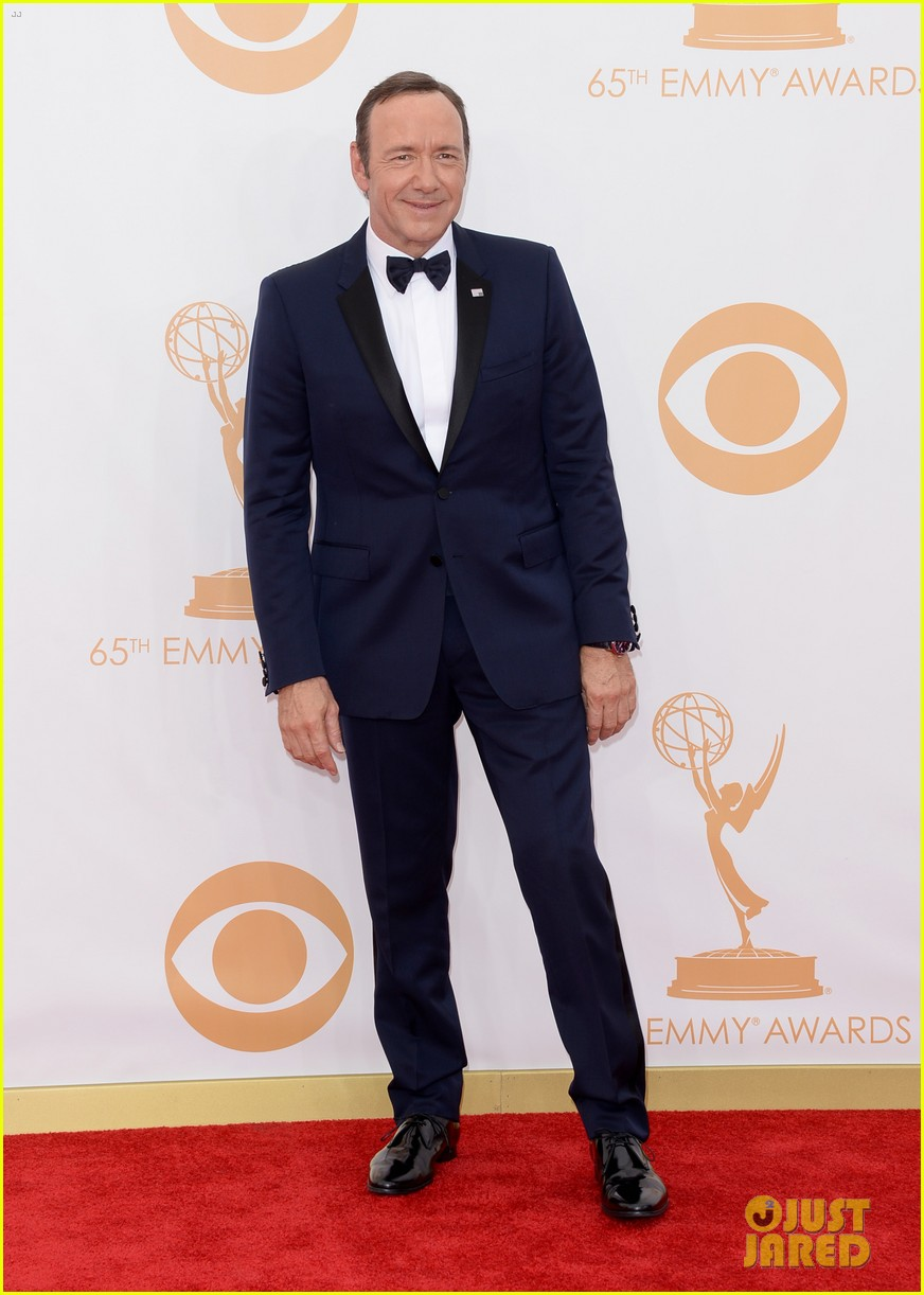 keivn spacey smacks camera at emmys 2013 watch here 032958362