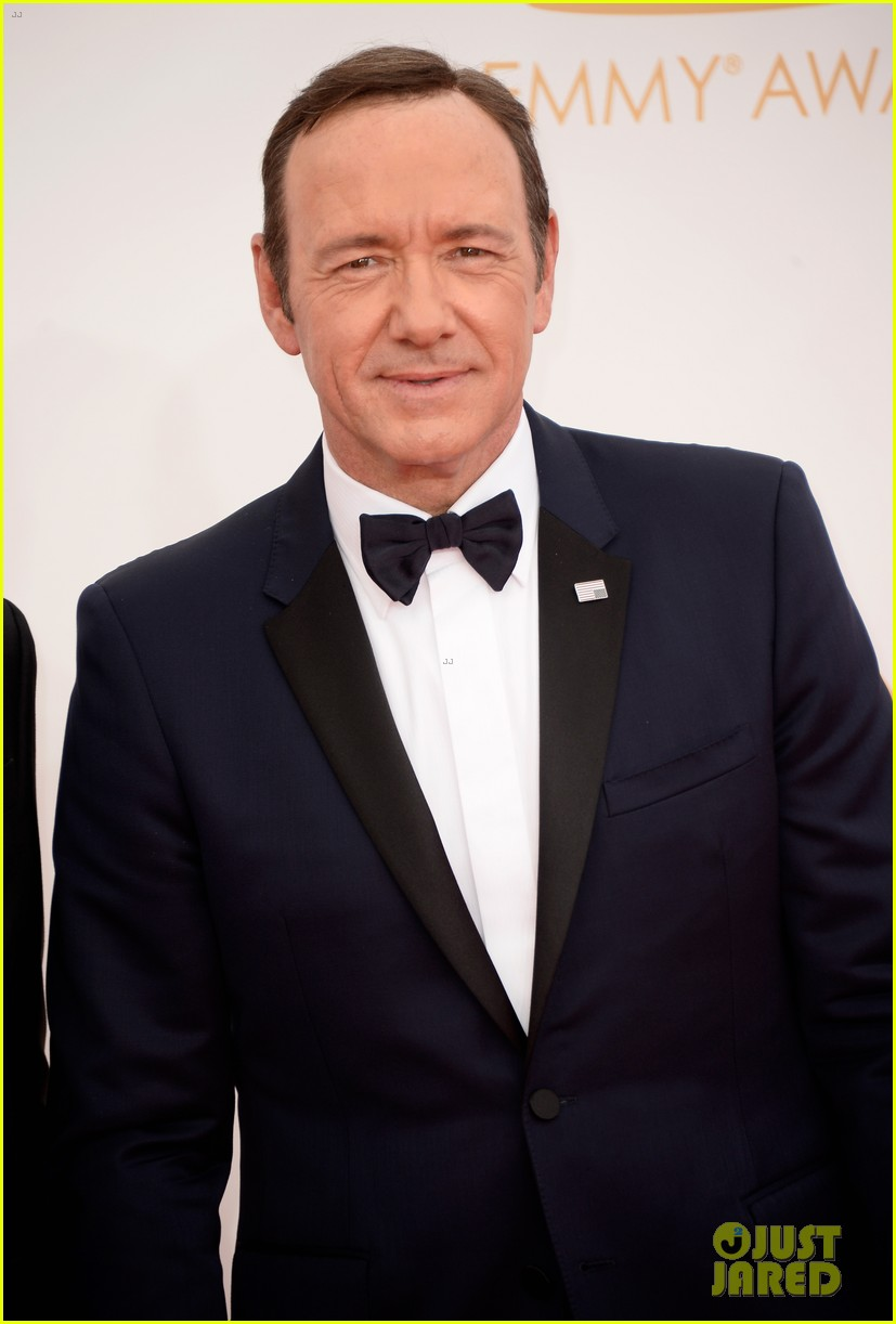 keivn spacey smacks camera at emmys 2013 watch here 042958363
