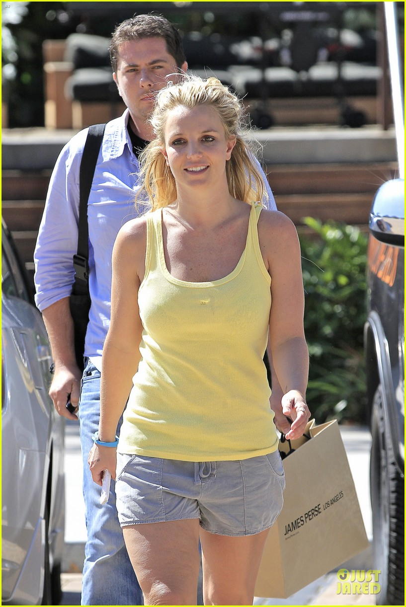 britney spears spreads love after labor day 132943148