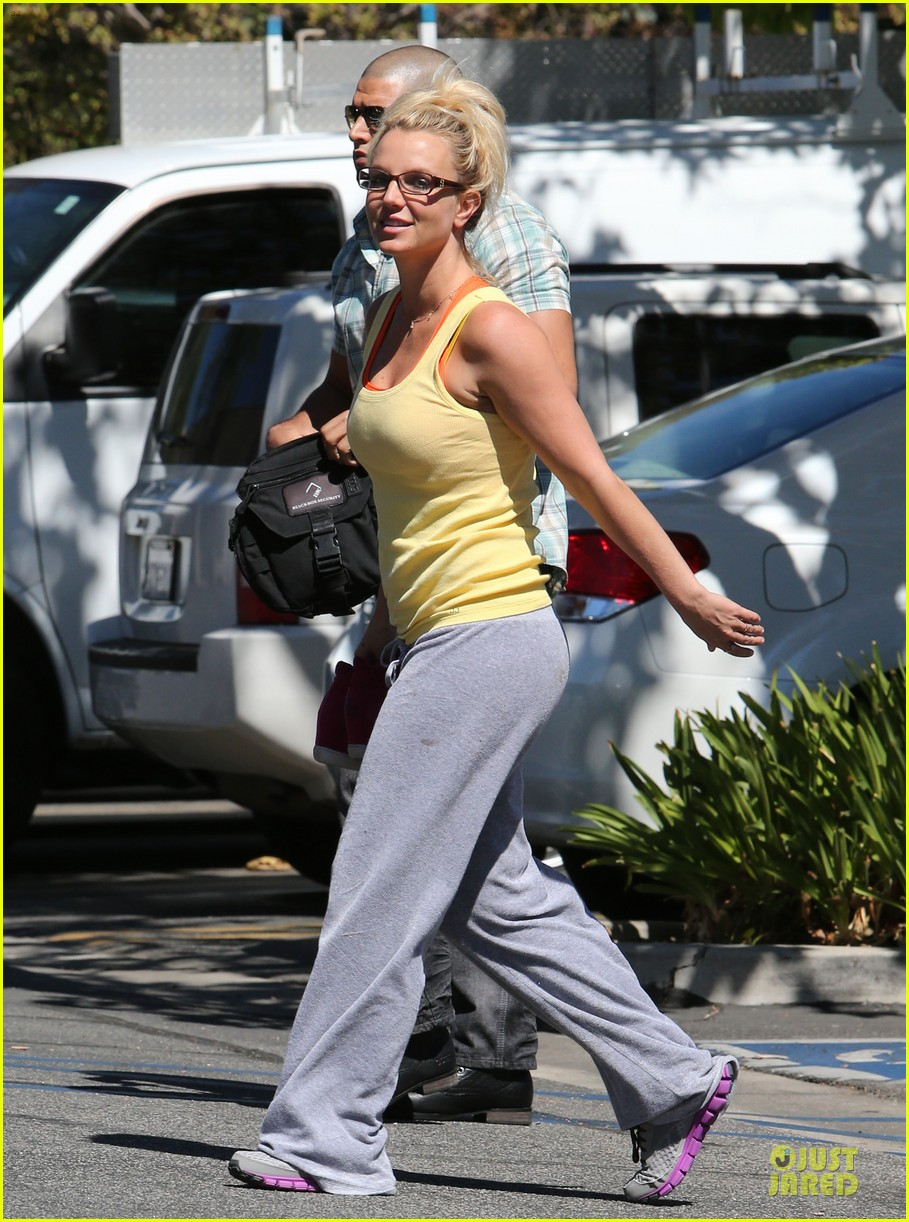 britney spears wraps up week with dance studio stop 01
