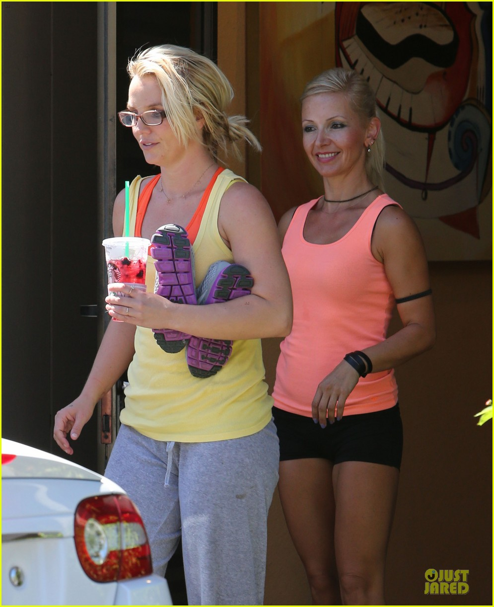 britney spears wraps up week with dance studio stop 042945801