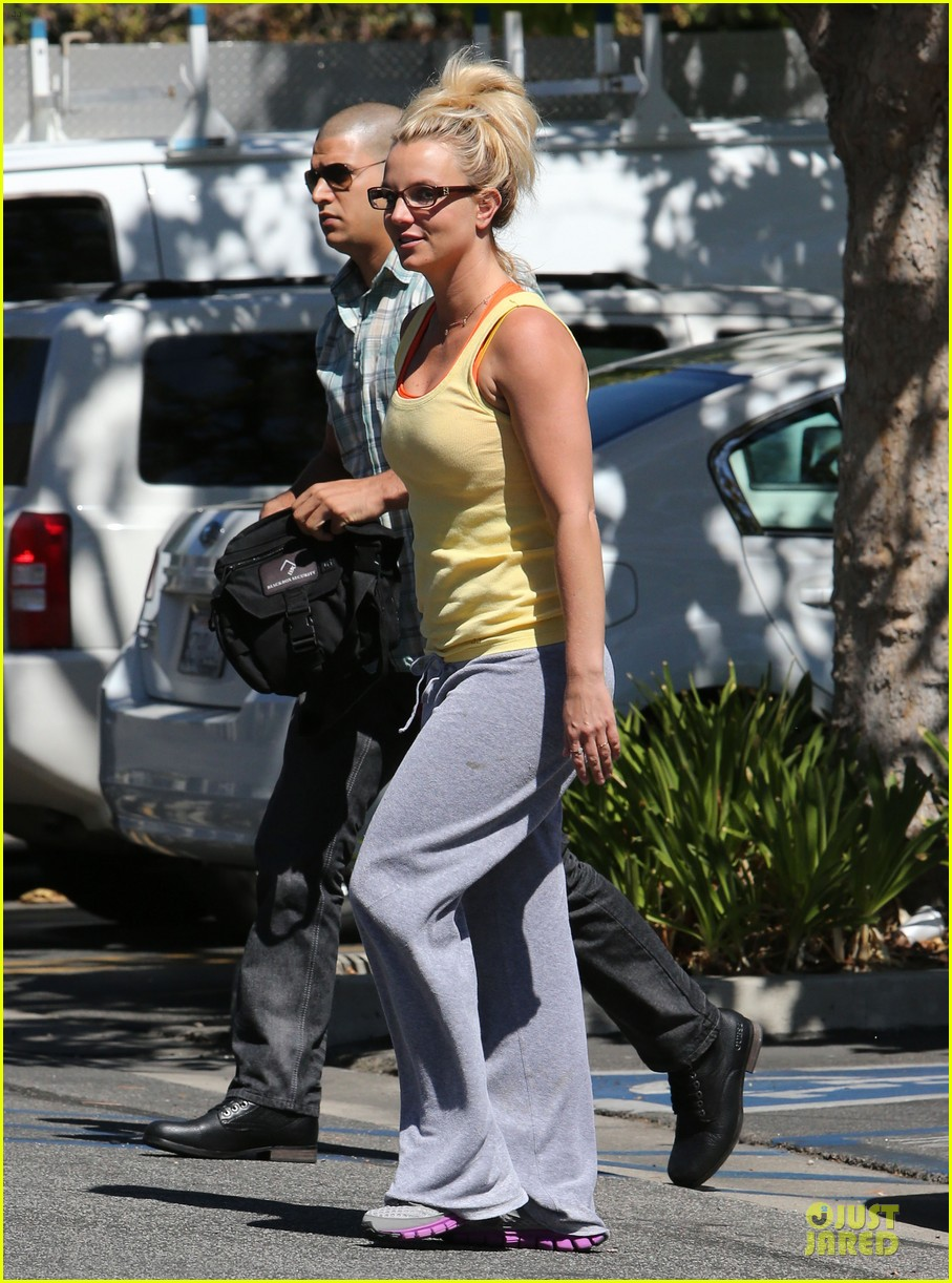 britney spears wraps up week with dance studio stop 082945805