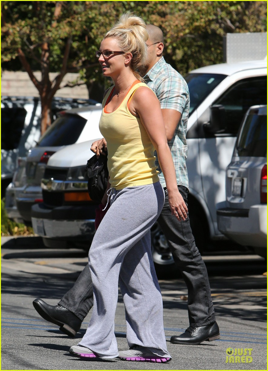 britney spears wraps up week with dance studio stop 112945808