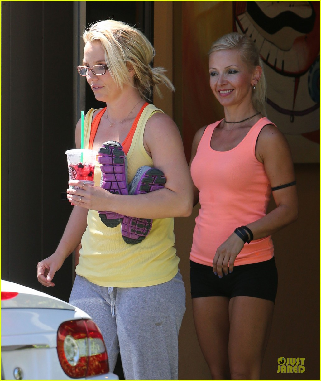 britney spears wraps up week with dance studio stop 122945809