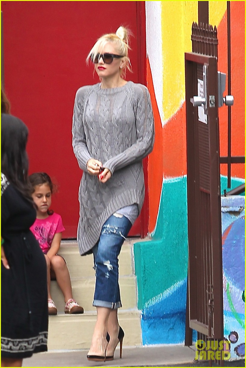 gwen stefani possible baby bump drop off the boys 032949965