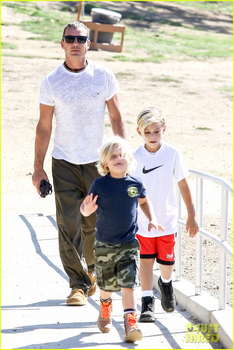 gwen stefani possible baby bump drop off the boys 062949968