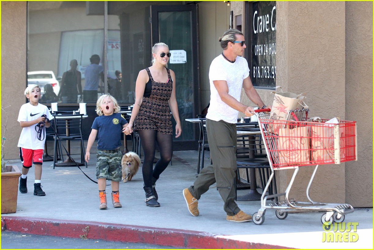 gwen stefani possible baby bump drop off the boys 102949972