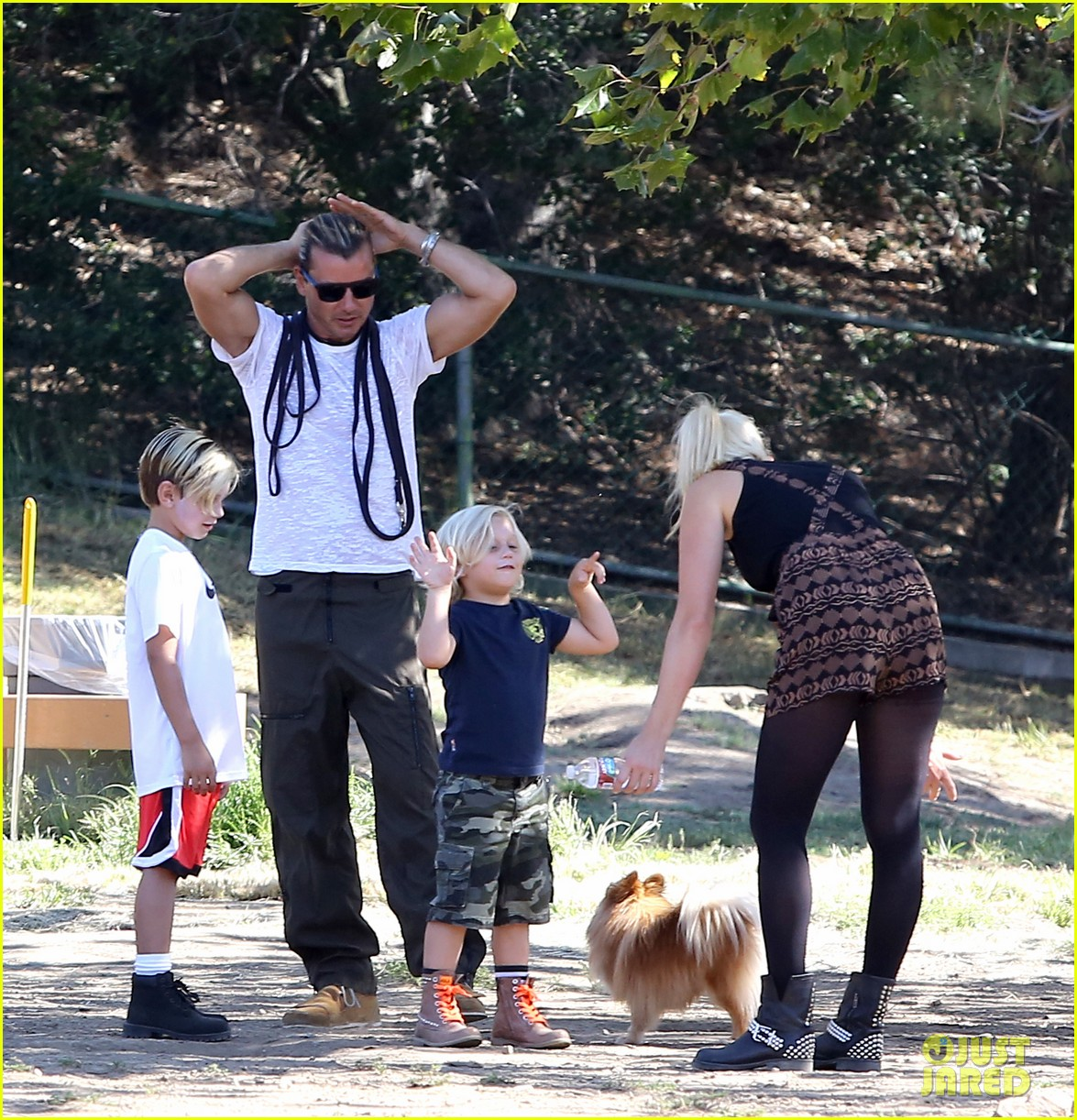 gwen stefani possible baby bump drop off the boys 132949975