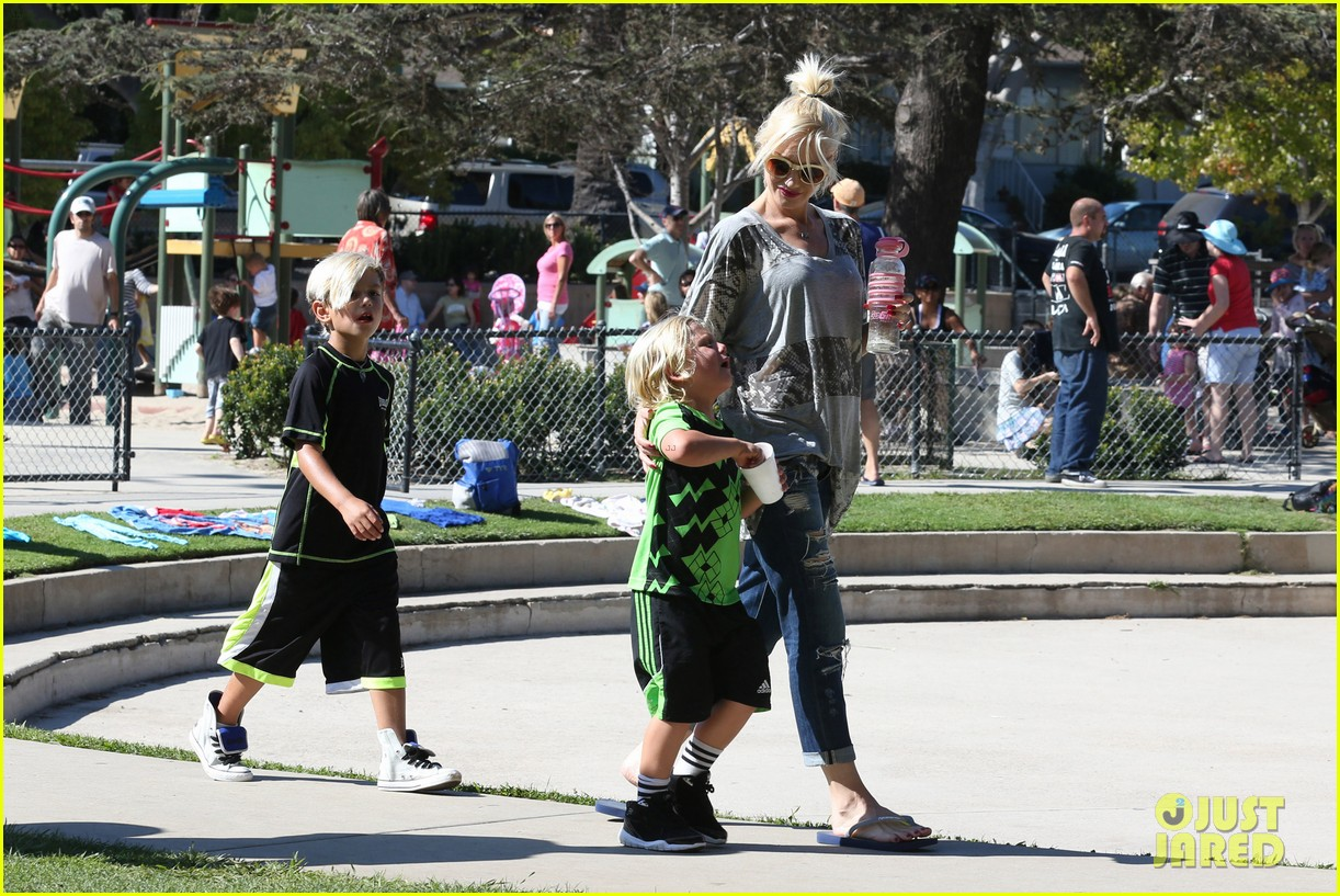 gwen stefani mommy duties with kingston and zuma 252954090
