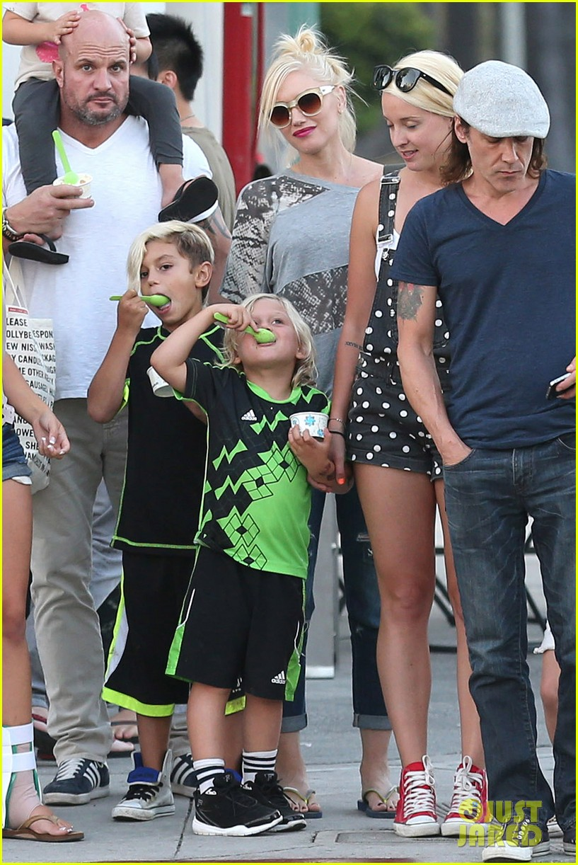 gwen stefani mommy duties with kingston and zuma 282954093