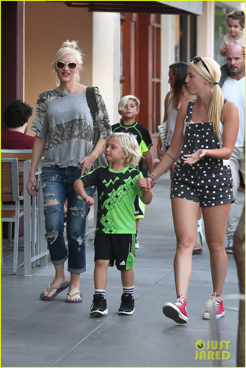 gwen stefani mommy duties with kingston and zuma 292954094