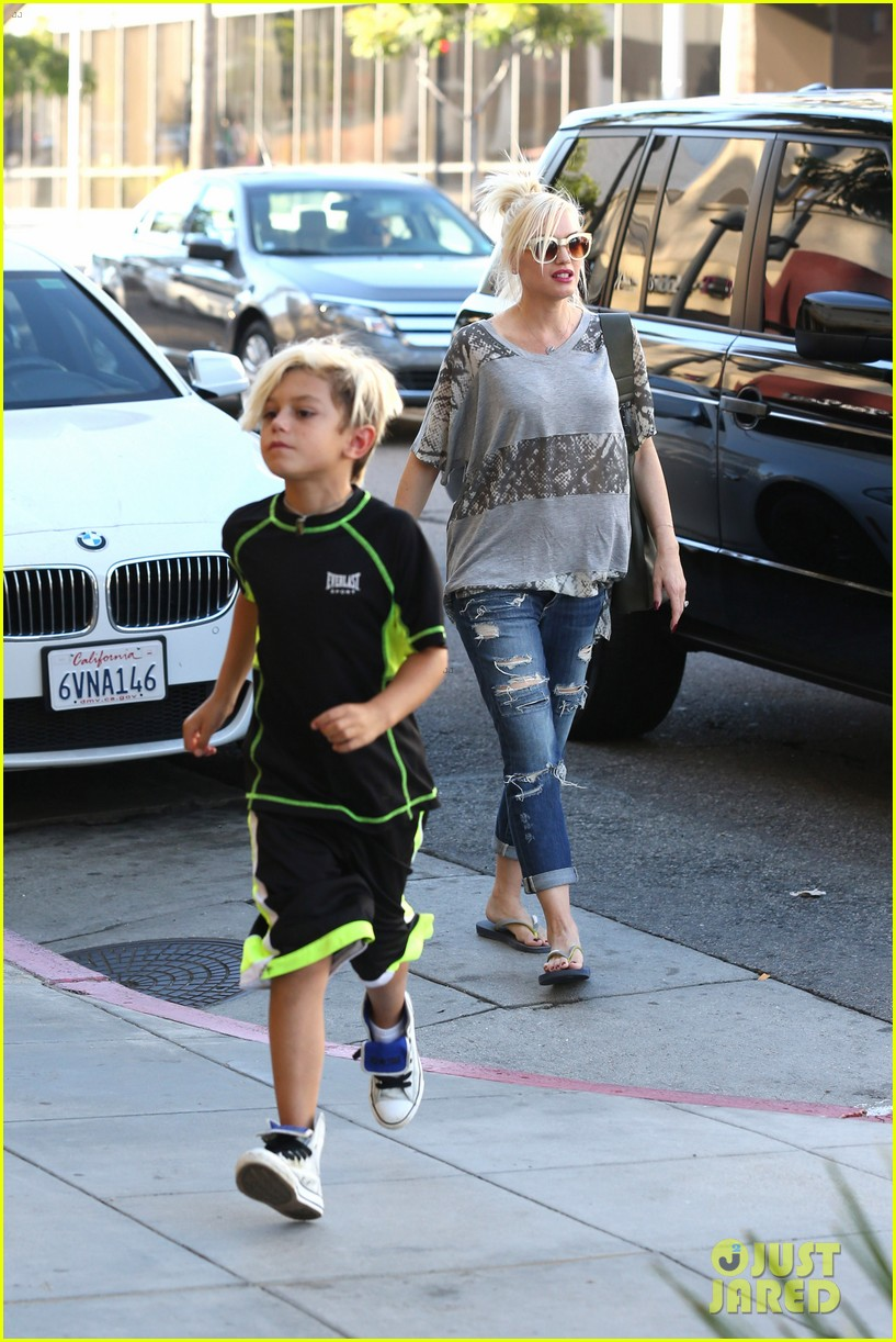 gwen stefani mommy duties with kingston and zuma 312954096