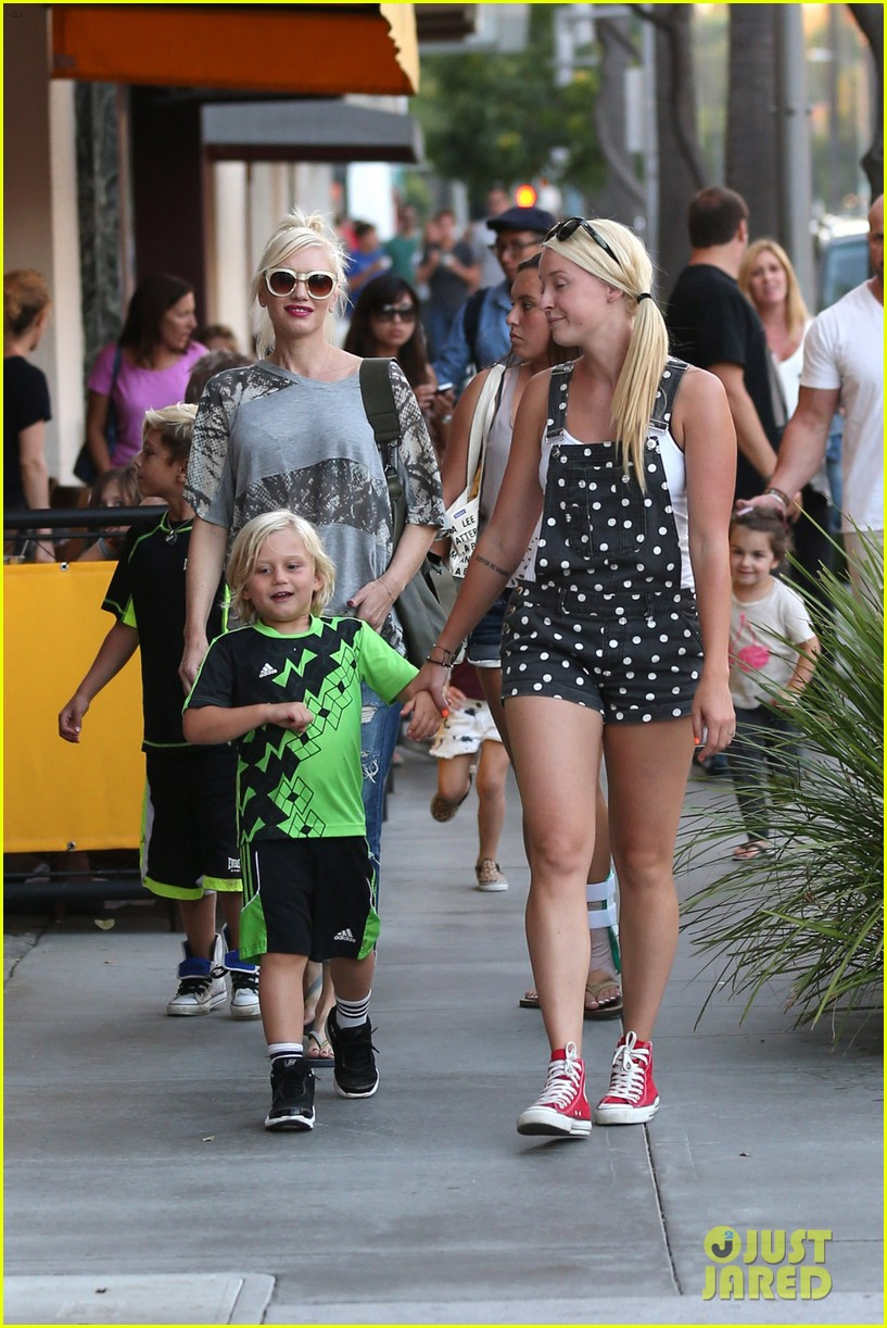gwen stefani mommy duties with kingston and zuma 332954098