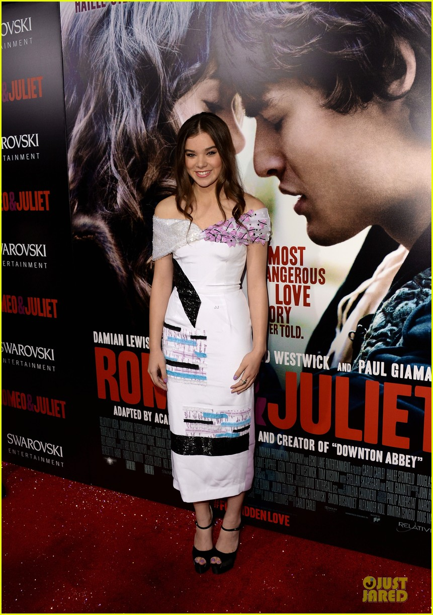 hailee steinfeld douglas booth romeo and juliet premiere 032959531
