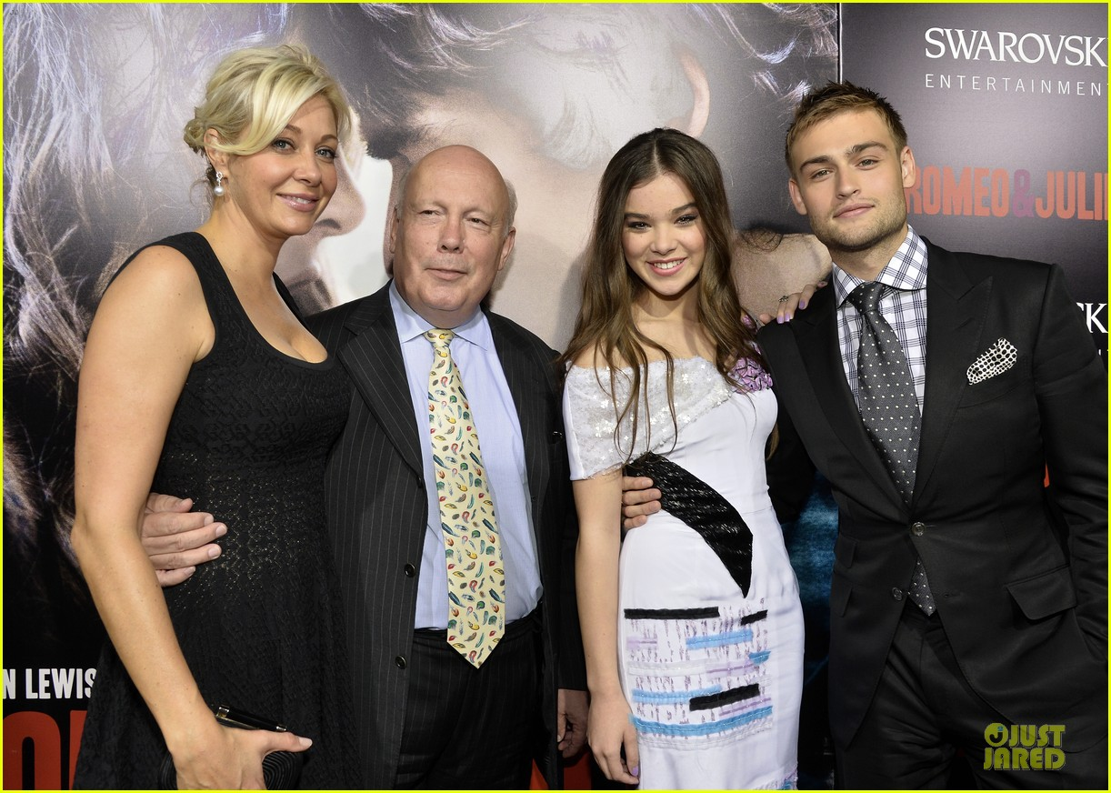hailee steinfeld douglas booth romeo and juliet premiere 162959544