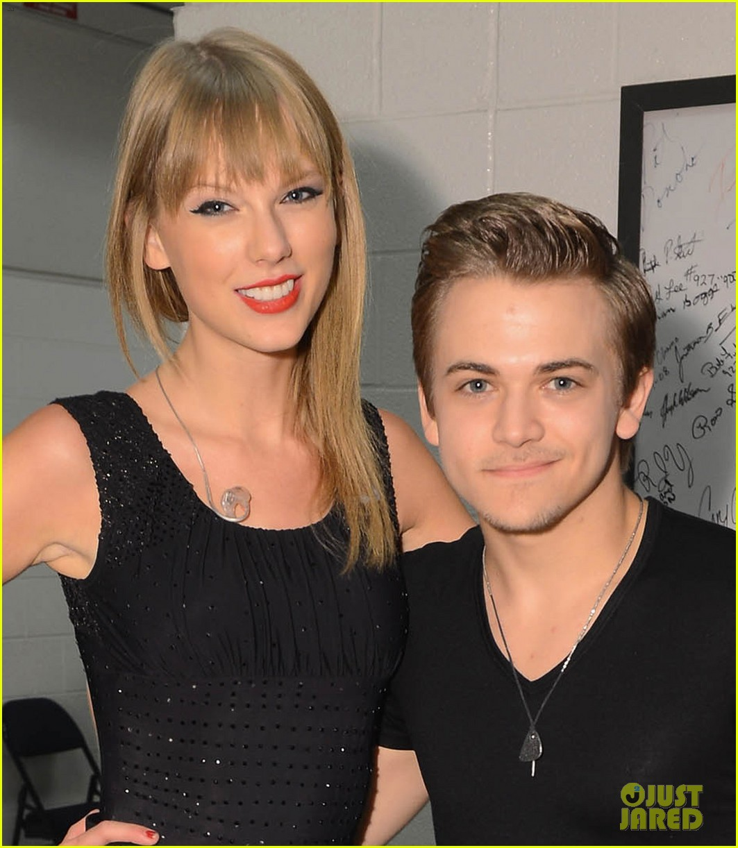 taylor swift performs i want crazy with hunter hayes video 022957330