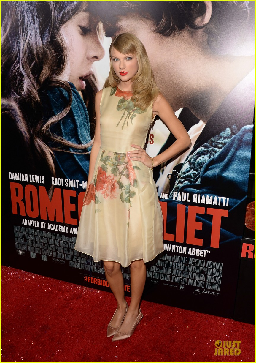 taylor swift supports bff hailee steinfeld at romeo juliet premiere 012959545