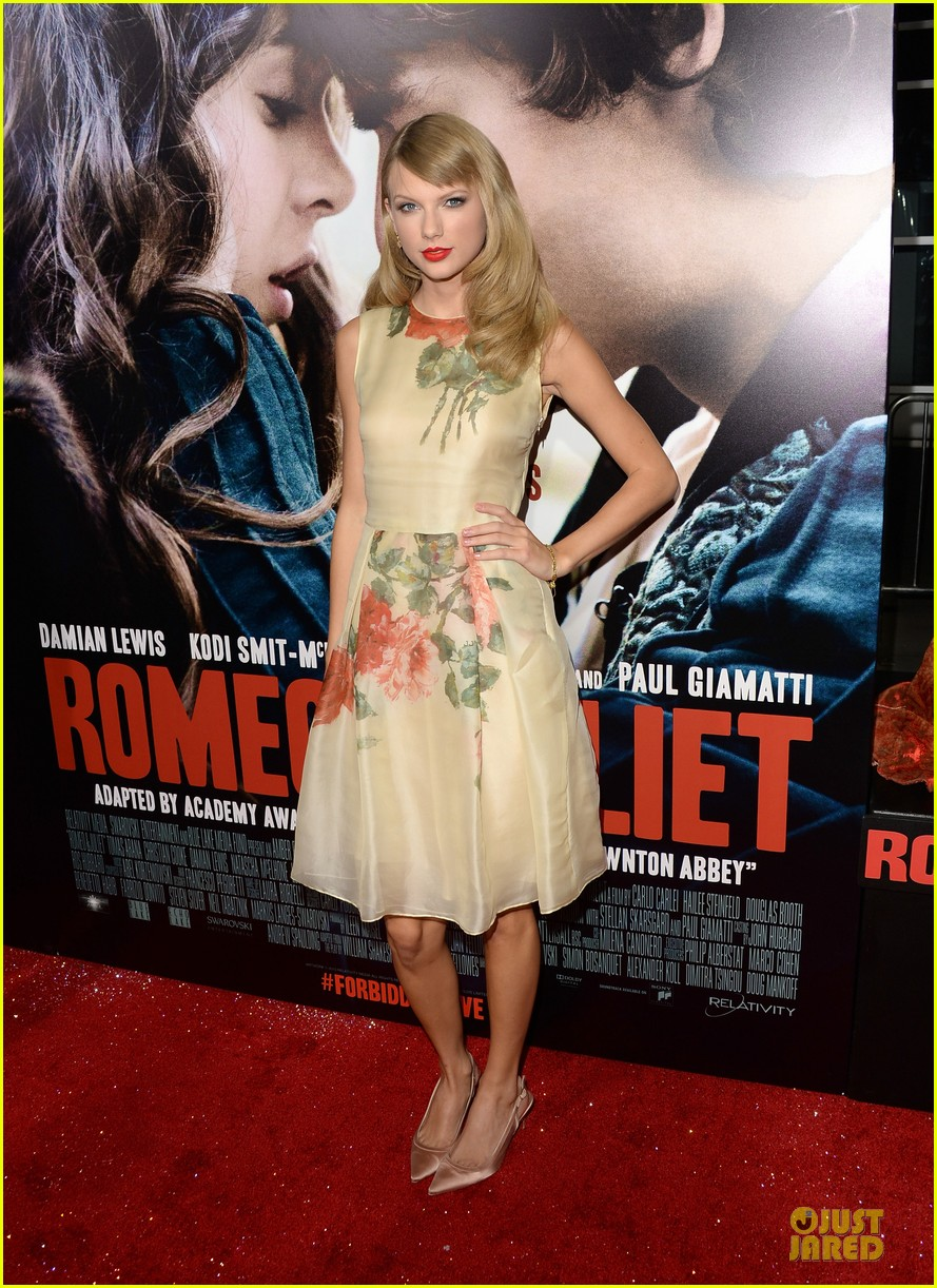taylor swift supports bff hailee steinfeld at romeo juliet premiere 06