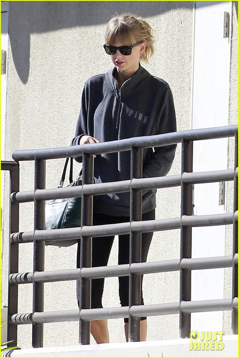 taylor swift leaves the gym in her sweats 032960733