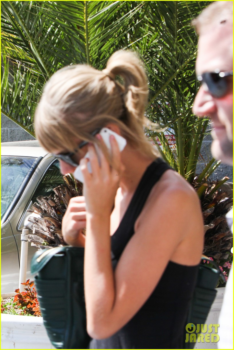 taylor swift leaves the gym in her sweats 072960737