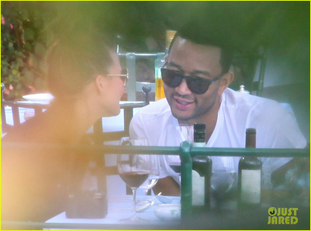 chrissy teigen john legend romantic honeymoon kiss 032954907