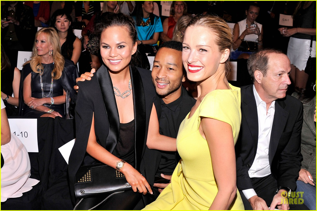 chrissy teigen john legend vera wang badgley mischka fashion shows 042949560