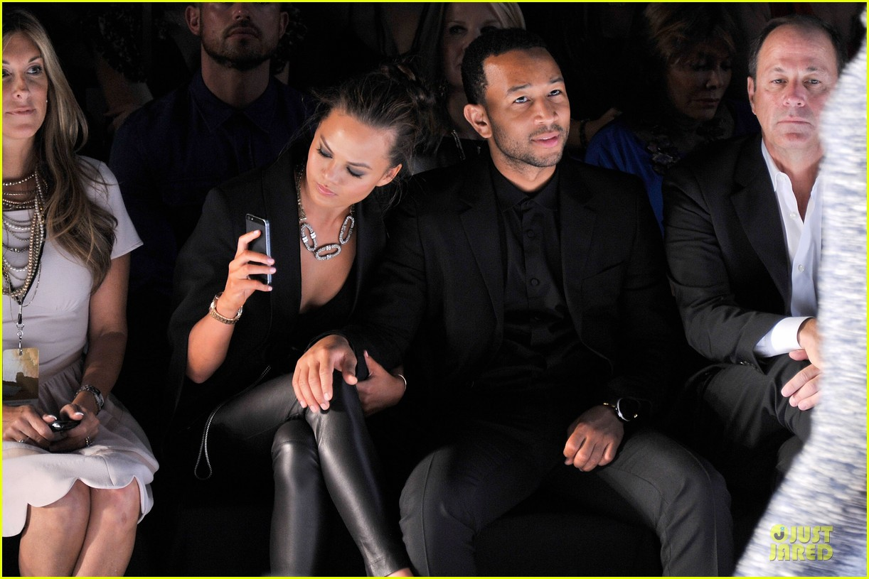 chrissy teigen john legend vera wang badgley mischka fashion shows 16