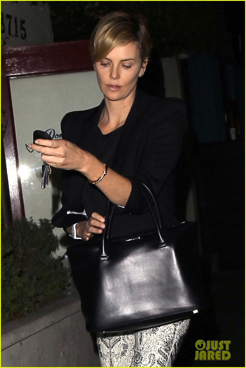 charlize theron seth macfarlane friendly dinner date 142960666