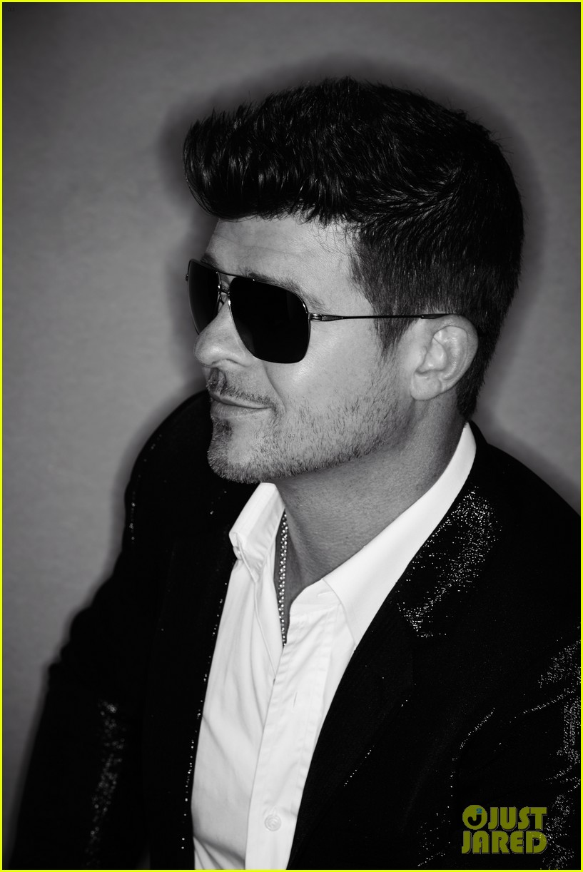 robin thicke covers treats magazine with nude women 022948357