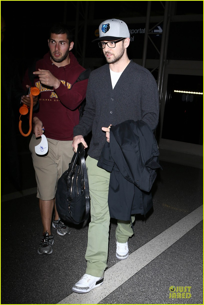 justin timberlake supports memphis grizzlies at lax airport 022961454
