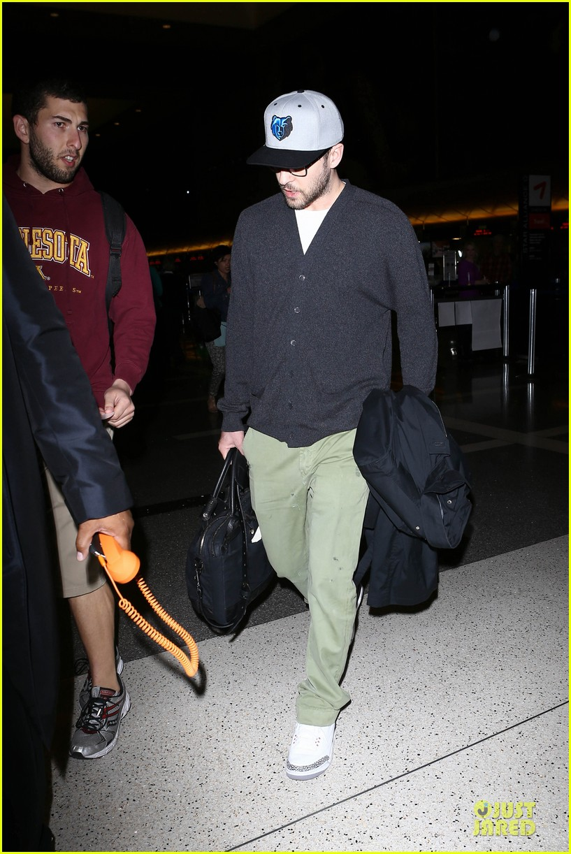 justin timberlake supports memphis grizzlies at lax airport 19