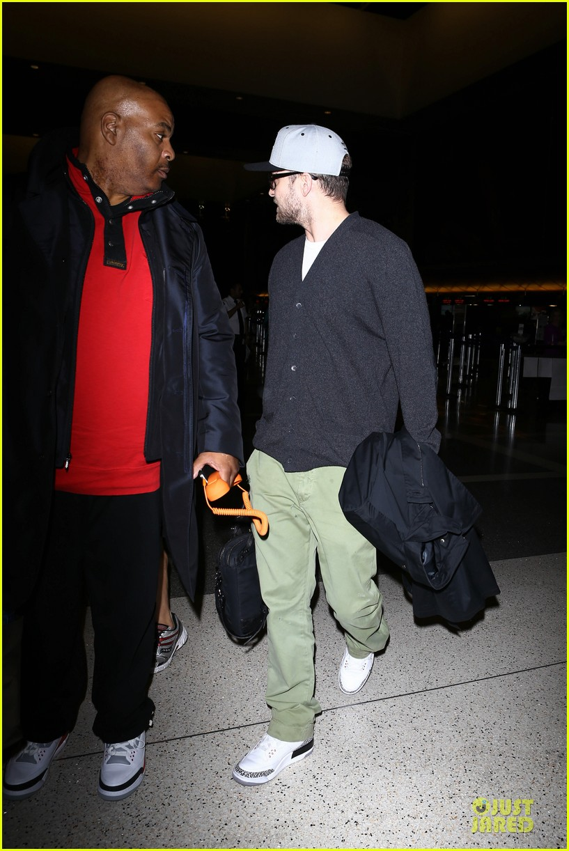 justin timberlake supports memphis grizzlies at lax airport 20