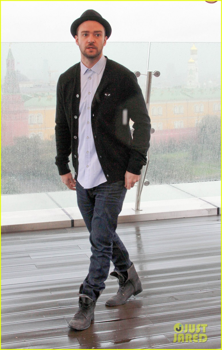 justin timberlake runner runner moscow photo call 01