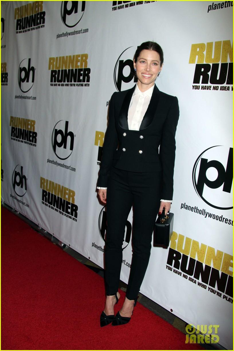 justin timberlake runner runner premiere with jessica biel 17