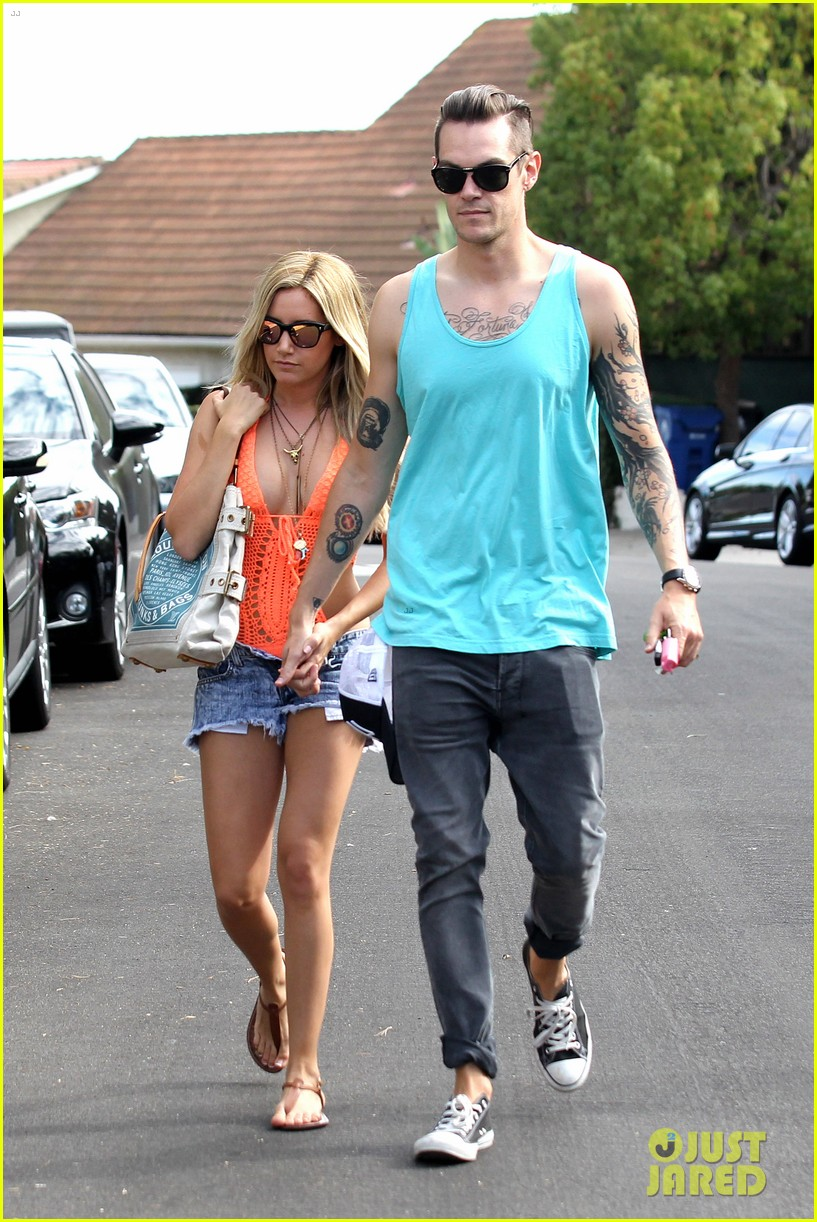ashley tisdale labor day party with christopher french 012942340