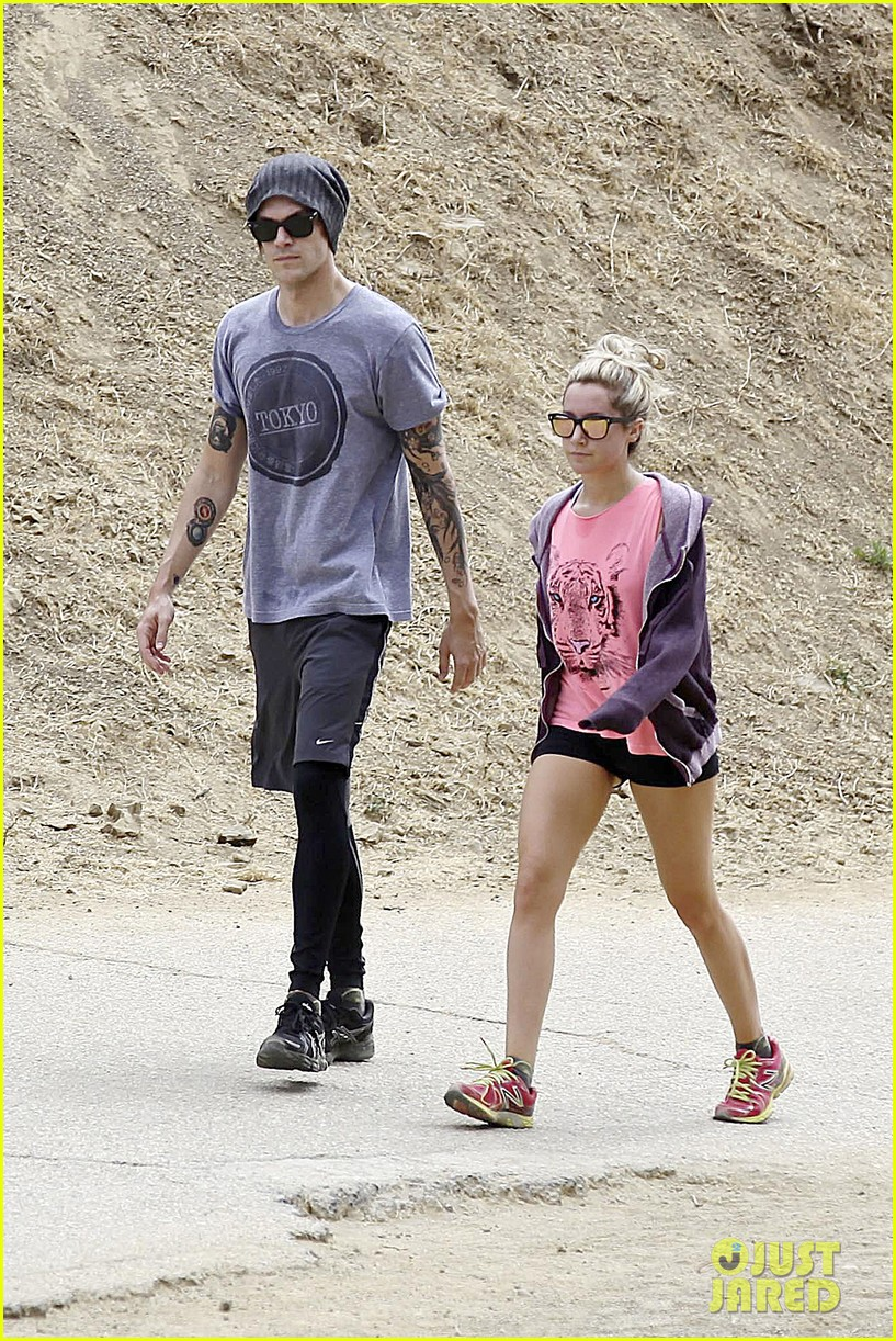 ashley tisdale labor day party with christopher french 052942344